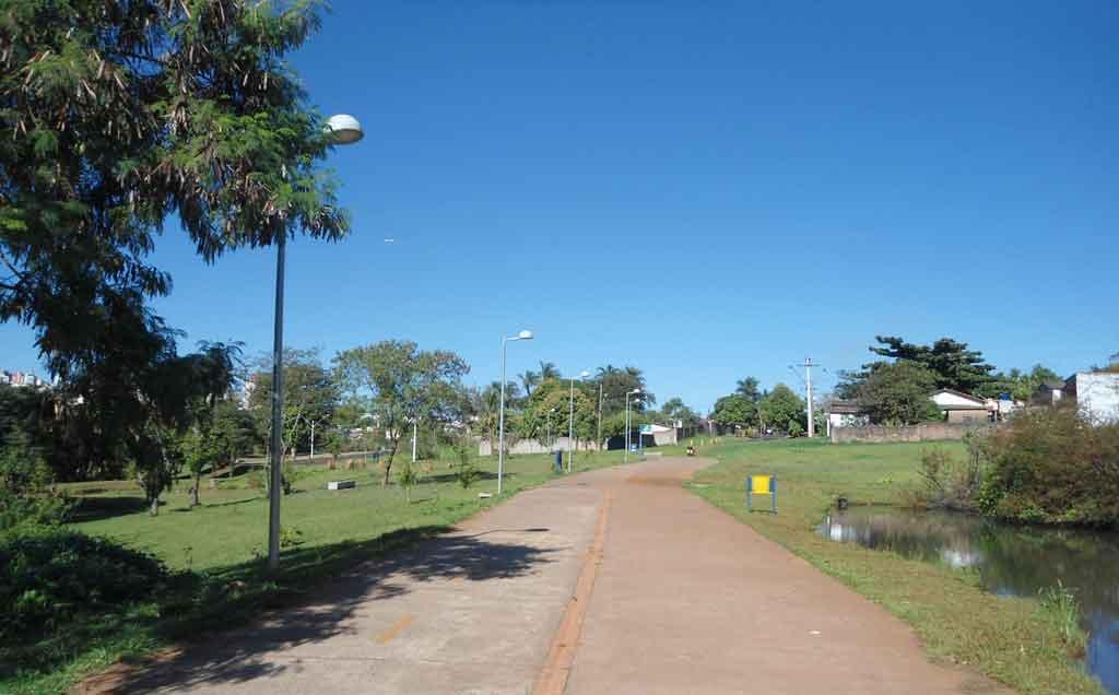 Pista para pedestres e ciclistas - Parque Linear Uberabinha